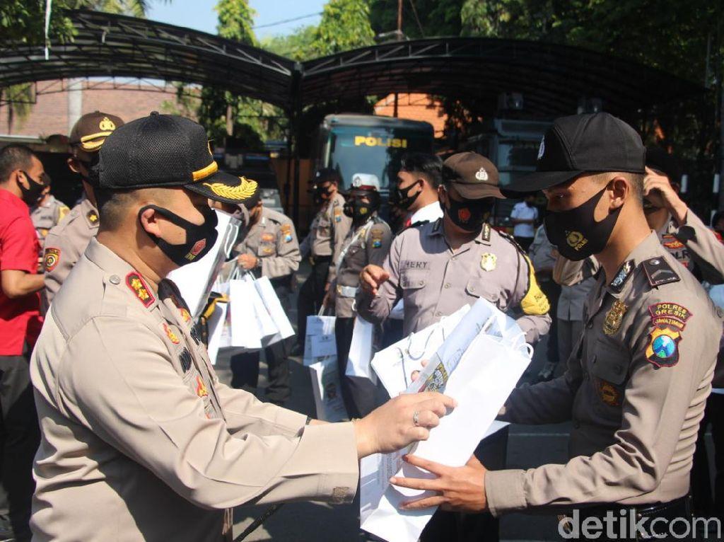 Polisi Gresik Bantu Pencegahan COVID-19 Dapat Penghargaan