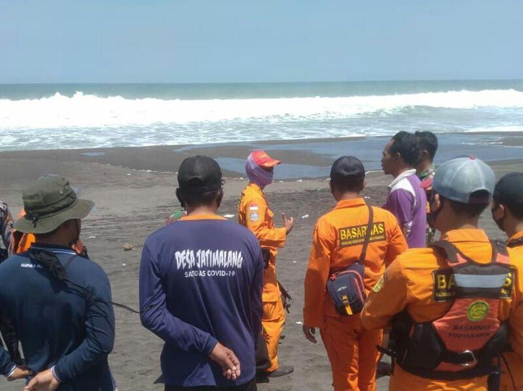 Perahu Nelayan Purworejo Terbalik Dihantam Ombak, 1 Orang Hilang