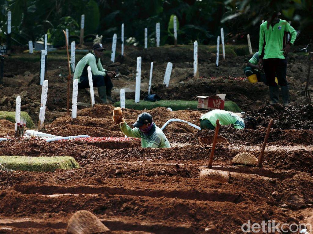 Hujan Deras, Puluhan Makam di TPU Bontang Amblas