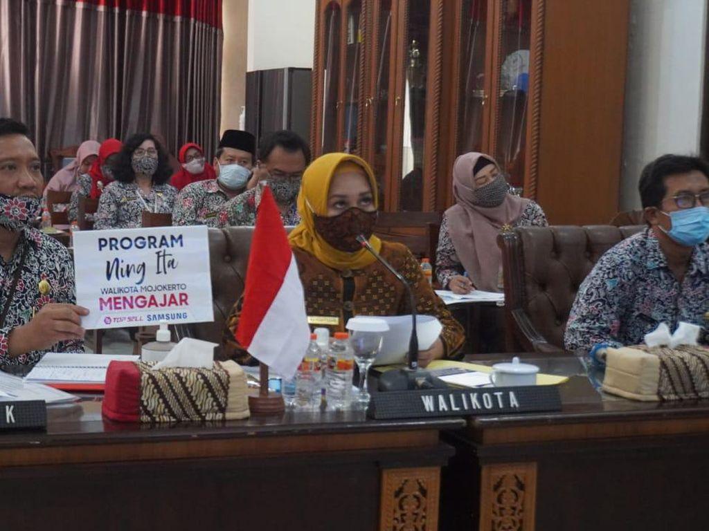 Momen Wali Kota Mojokerto Mengajar Online Siswa Soal Ekonomi Kreatif