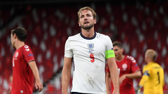 COPENHAGEN, DENMARK - SEPTEMBER 08: Harry Kane of England reacts during the UEFA Nations League group stage match between Denmark and England at Parken Stadium on September 08, 2020 in Copenhagen, Denmark. (Photo by Michael Regan/Getty Images)