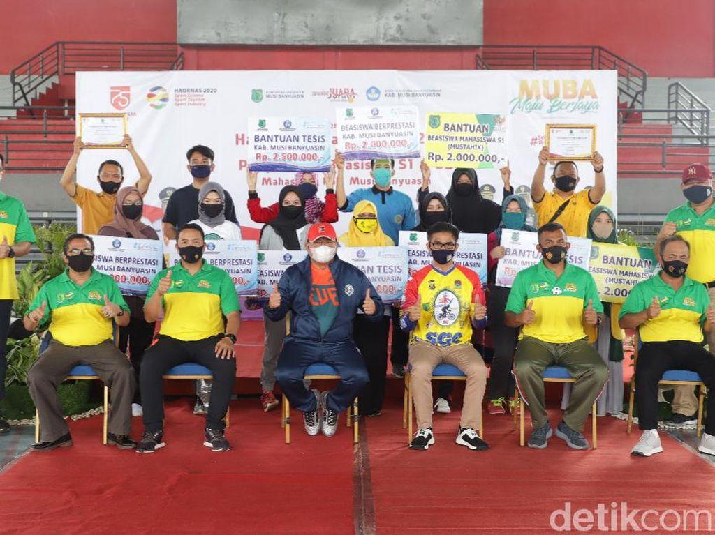 Bupati Muba Sumsel Kucurkan Bantuan Beasiswa untuk Ratusan Mahasiswa