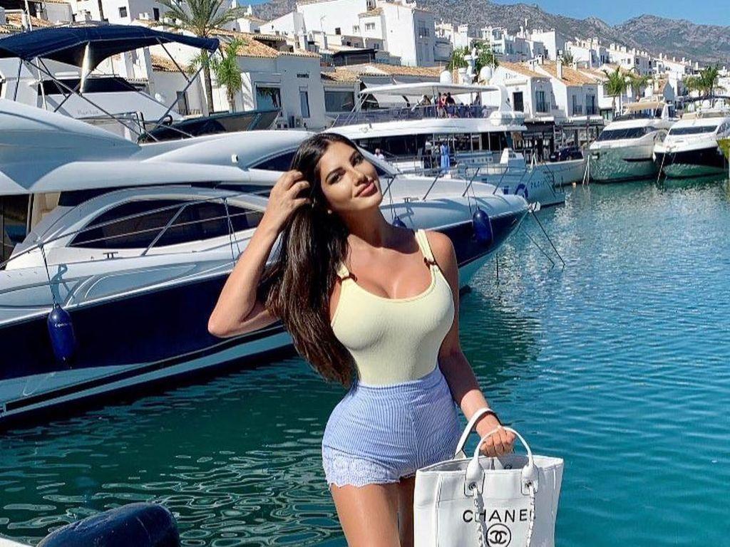 Model Playboy Oplas Rp 1,9 M untuk Mendapatkan Pinggang Terkecil di Dunia