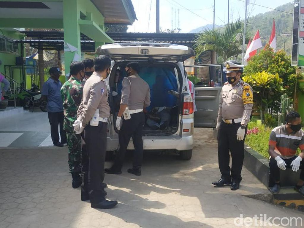 Diduga Rem Blong, Dua Pengendara Motor Tewas Masuk Jurang Pacitan