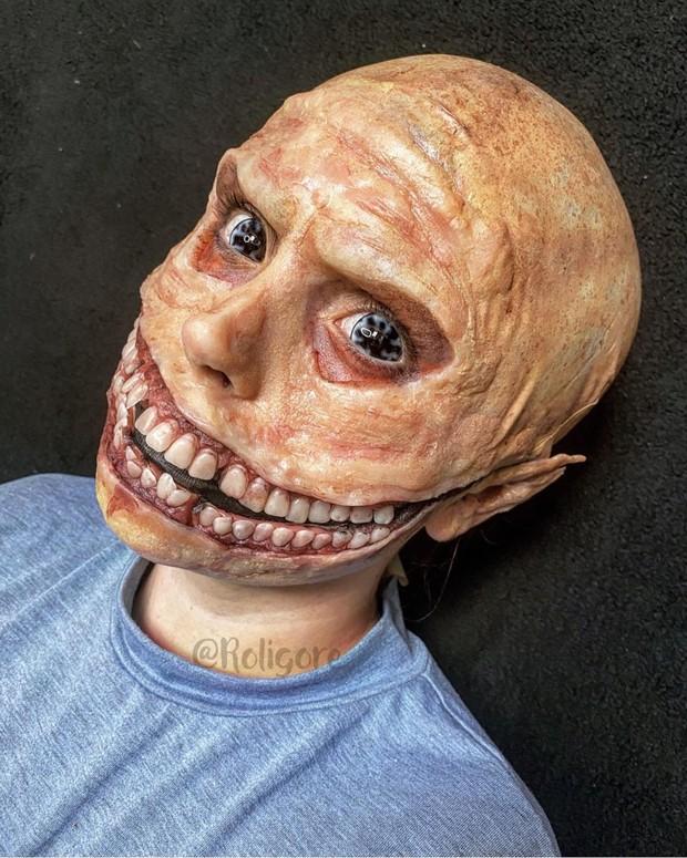 seorang MUA asal Inggris, Roligore, membagikan hasil makeup gigi buatanya yang tampak nyata dan menyeramkan.