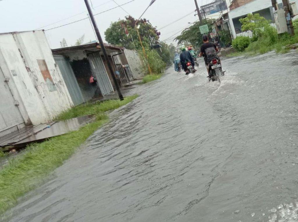 Sejumlah Ruas Jalan di Medan Tergenang Banjir