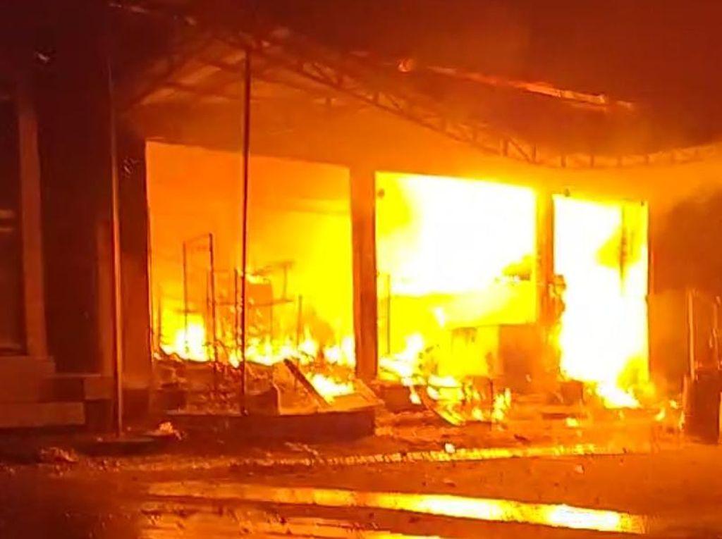 Toko di Trenggalek Ludes Terbakar Setelah Percikan Api Sambar Bensin Tumpah