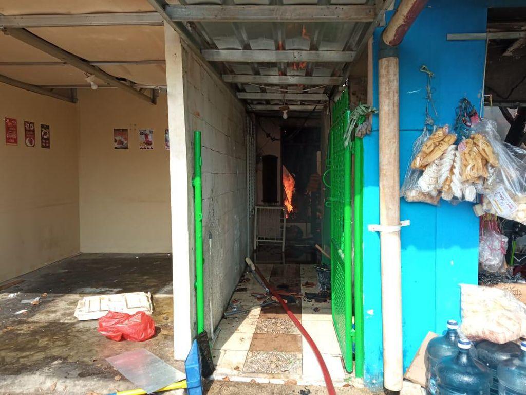 Kebakaran Warung Sembako di Depok, 5 Unit Damkar Diterjunkan
