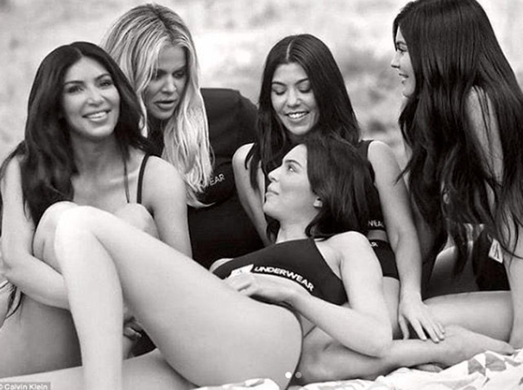 Momen Ikonik KUWTK: Pemotretan Bugil Kim Kardashian di Playboy