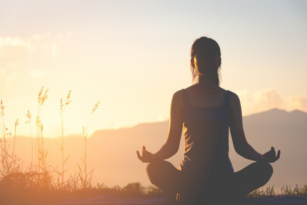 Karena meditasi secara efektif untuk perawatan diri karena meditasi mengalihkan fokus dari sekitar.