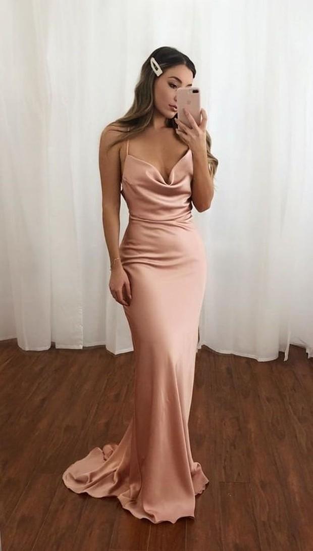 Slip dress cocok untuk penampilan simple dan mewah