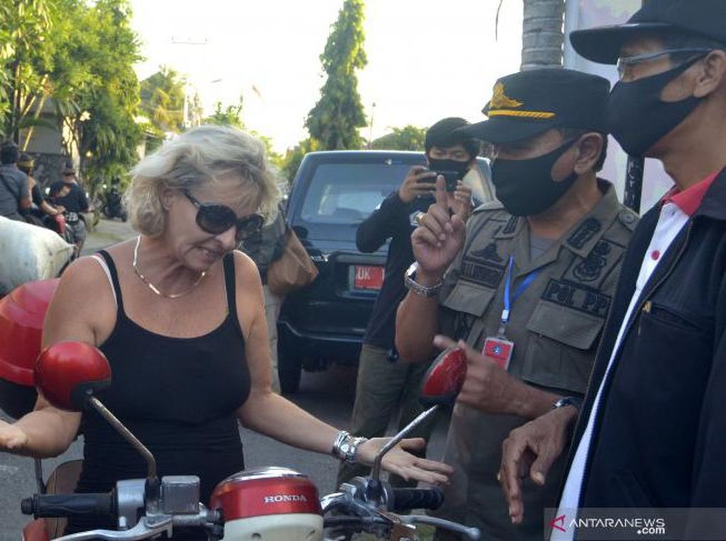 Tak Pandang Bulu, Puluhan WNA Terjaring Sidak Masker di Bali