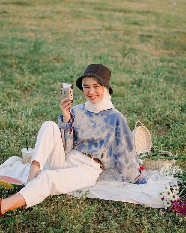 Yure Zalina menggunakan oversized tie dye