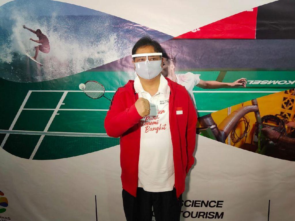 Airlangga Hartarto Raih Penghargaan Pembina Olahraga Terbaik