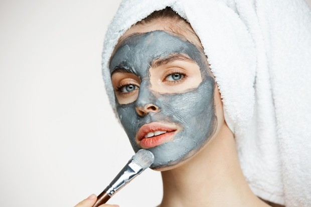 Clay mask, wash off mask, sheet mask, perbedaan jenis-jenis masker. Sumber gambar https://www.freepik.com