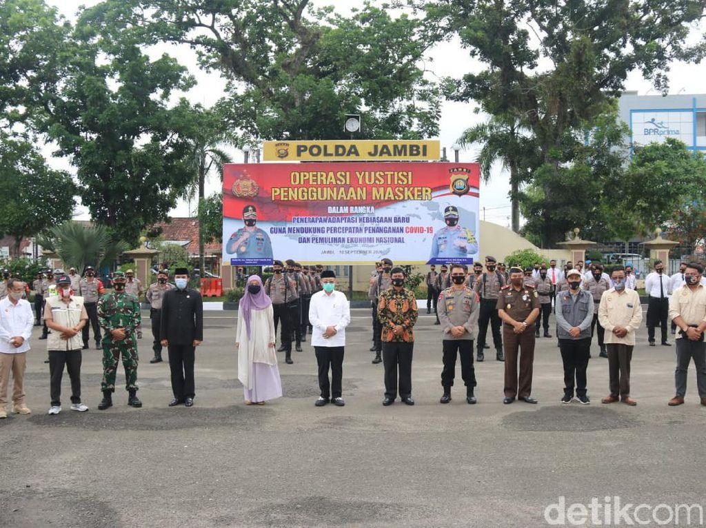 Deklarasi Pilkada Sehat, 3 Paslon Pilgub Jambi Sebar Masker Bareng TNI-Polri