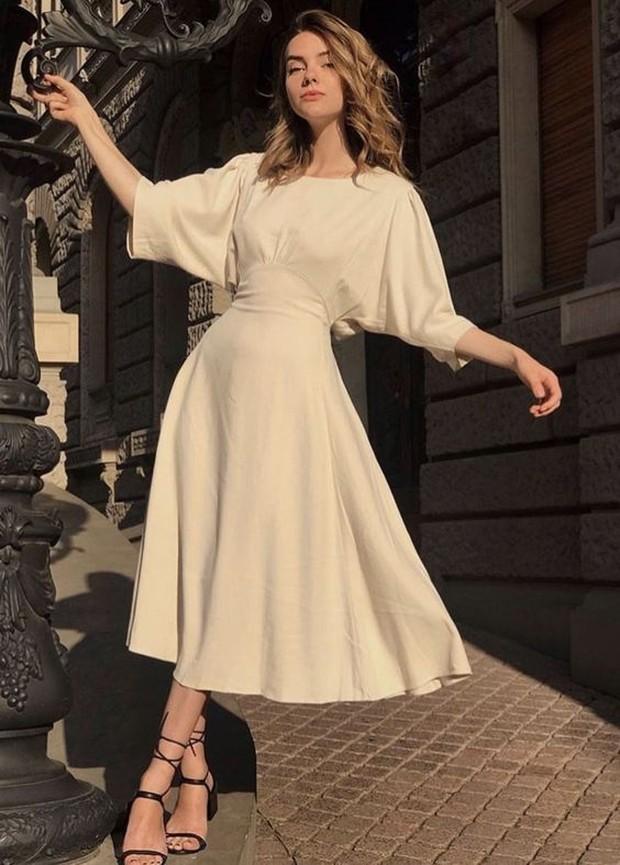 Wanita setidaknya memiliki satu dress yang bisa diandalkan.