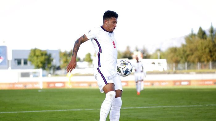 Englands Jadon Sancho controls the ball during the UEFA Nations League soccer match between Iceland and England in Reykjavik, Iceland, Saturday, Sept. 5, 2020. (AP Photo/Brynjar Gunnarson)