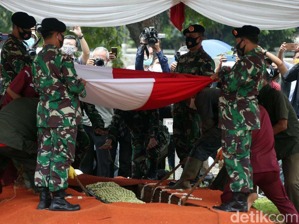 Jusuf Kalla Pimpin Pemakaman Jakob Oetama