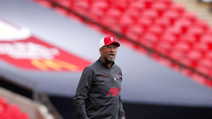 Liverpool manager Jurgen Klopp gives instructions to his players during the English FA Community Shield soccer match between Arsenal and Liverpool at Wembley stadium in London, Saturday, Aug. 29, 2020. (Andrew Couldridge/Pool via AP)