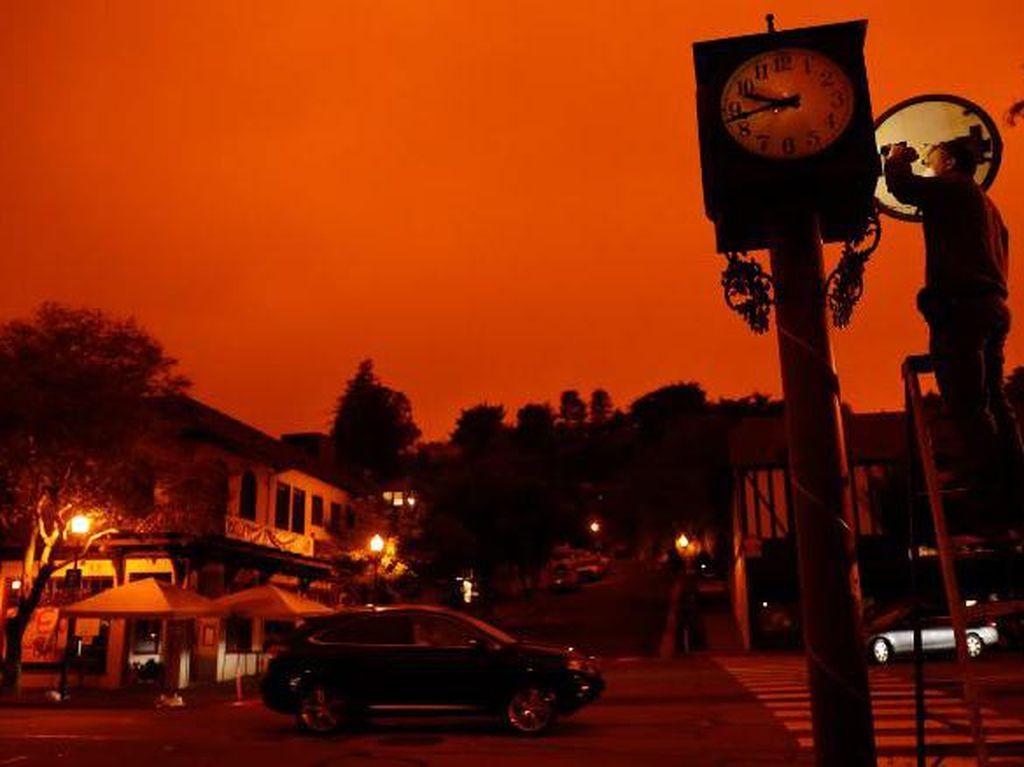 Seram! Langit California Berwarna Oranye