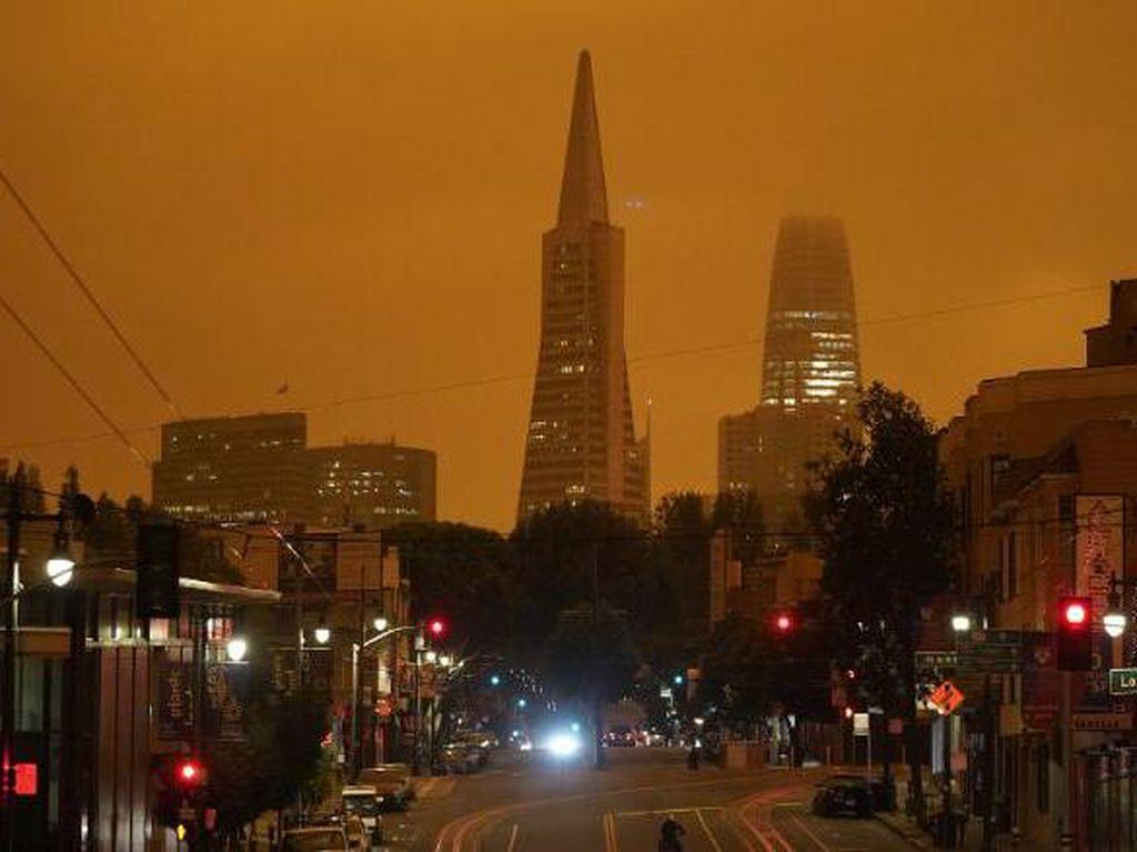 Potret Langit Jingga di California Dampak Kebakaran Hutan