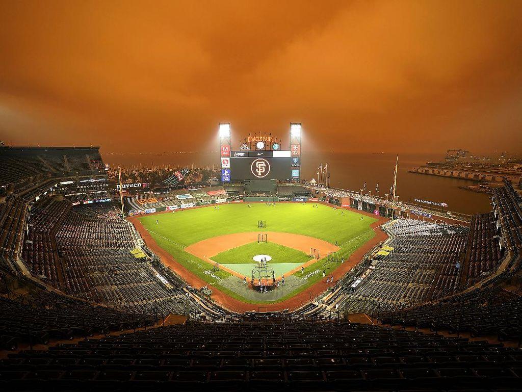 Foto Ngeri! Langit California Berwarna Oranye