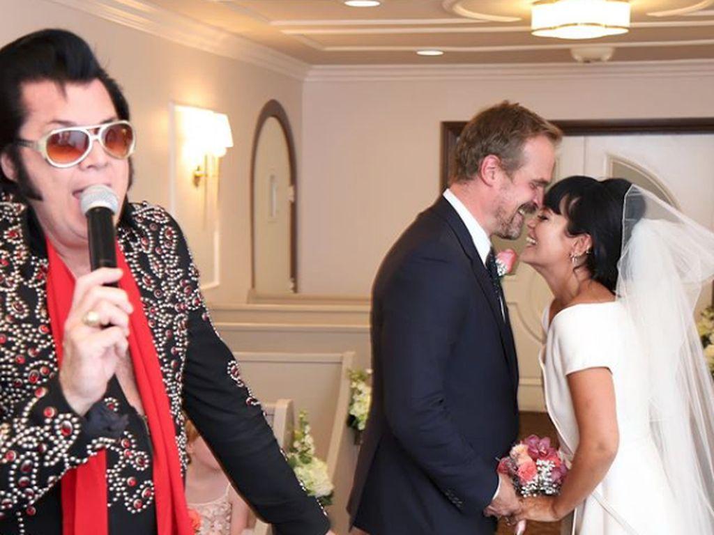 Pernikahan Lily Allen, Elvis, Burger dan Dior