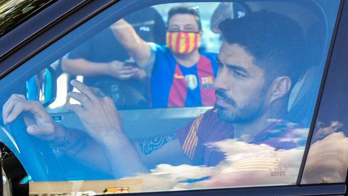 SANT JOAN DESPI, SPAIN - SEPTEMBER 07: Luis Suarez of FC Barcelona arrives at Joan Gamper Ciutat Esportiva for a training session on September 07, 2020 in Sant Joan Despi, in Barcelona, Spain. (Photo by David Ramos/Getty Images)
