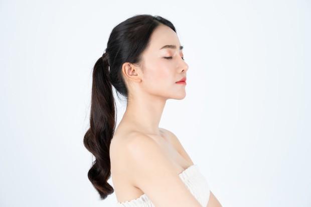 Azulene oil juga meningkatkan fungsi pelindung kulit, sehingga dapat melembabkan kulit