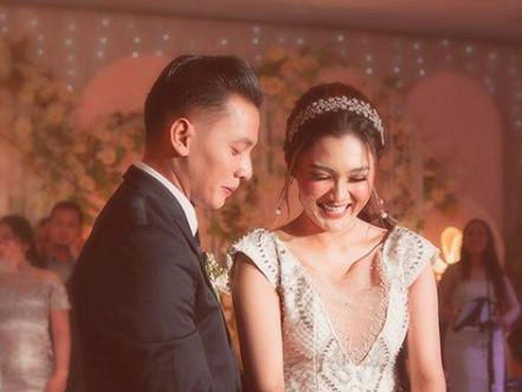 7 Kemesraan Nella kharisma dan Dory Harsa yang Akhirnya Ngaku Menikah