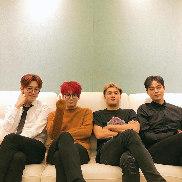 Grup band ini juga mendapatkan pujian karena memainkan dan membentuk genre rock di Korea.