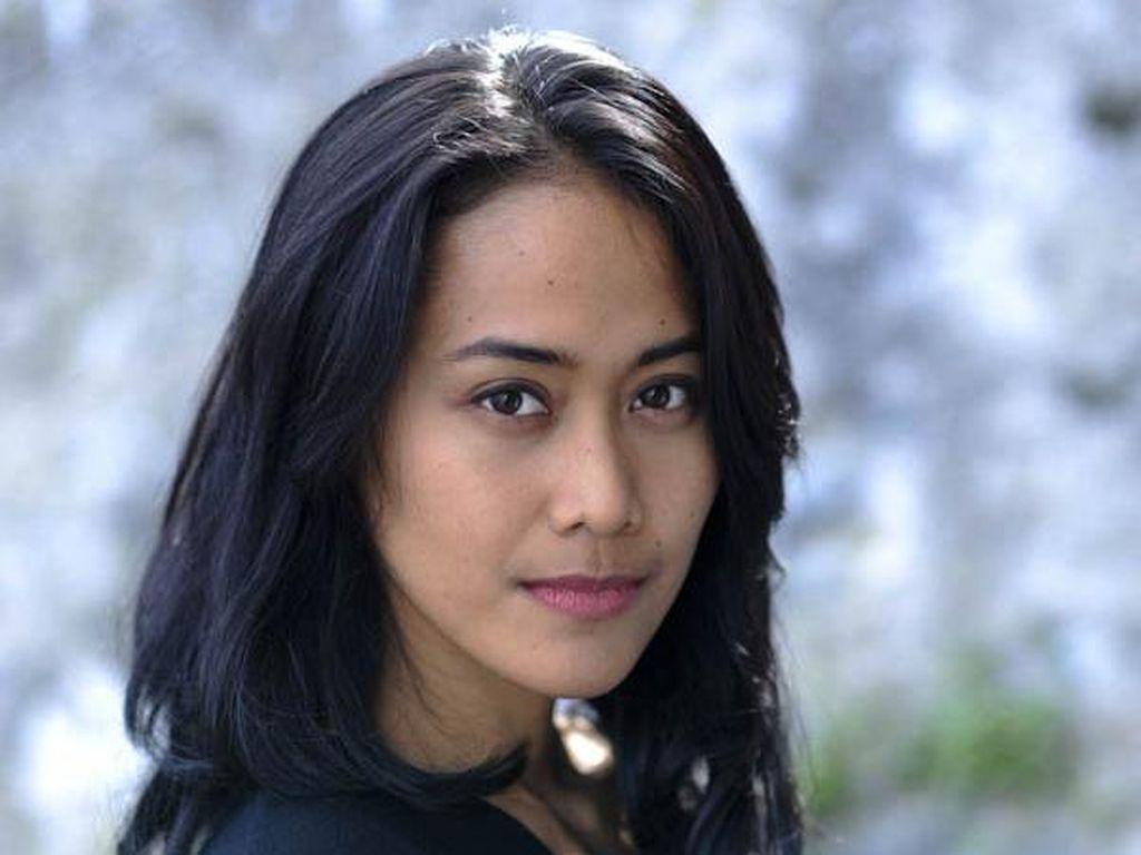 Putri Ayudya Tertantang Bacakan Puisi Sapardi Djoko Damono