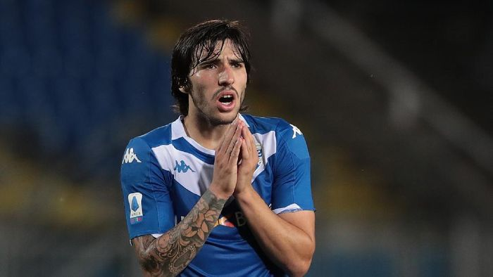 BRESCIA, ITALY - JULY 19:  Sandro Tonali of Brescia Calcio reacts during the Serie A match between Brescia Calcio and SPAL at Stadio Mario Rigamonti on July 19, 2020 in Brescia, Italy.  (Photo by Emilio Andreoli/Getty Images)