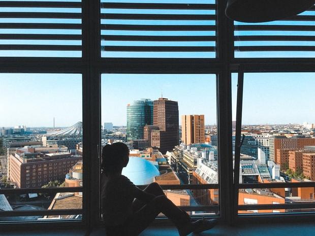Orang introvert cenderung lebih sering dalam mengandalkan dirinya sendiri.