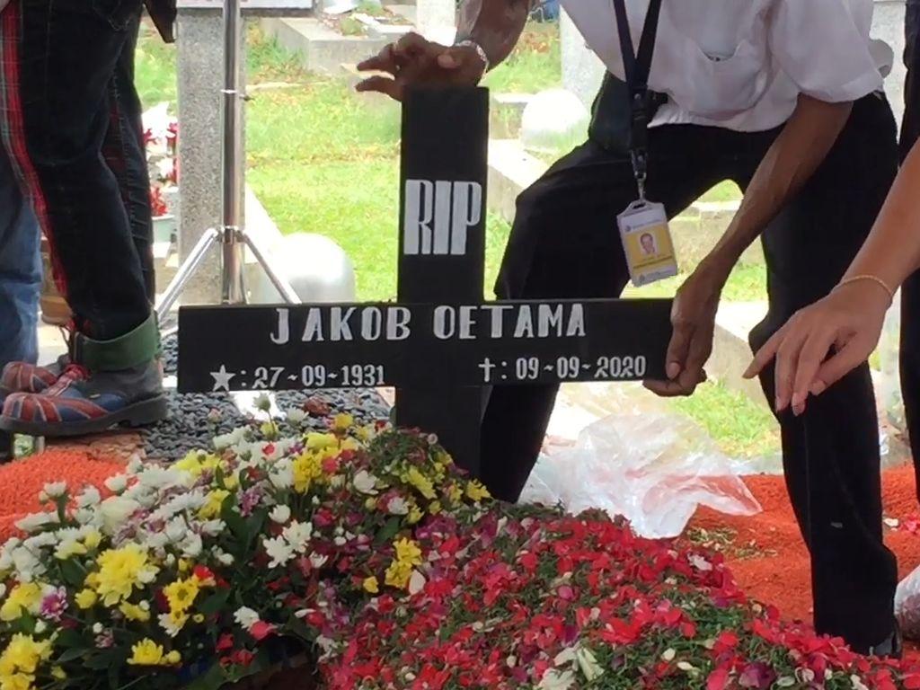 Video Suasana Pemakaman Pendiri Kompas Gramedia Jakob Oetama
