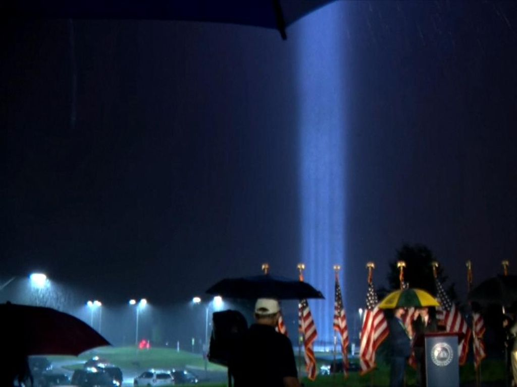 Cahaya Kembar Terpancar di Pentagon Kenang Tragedi 9/11