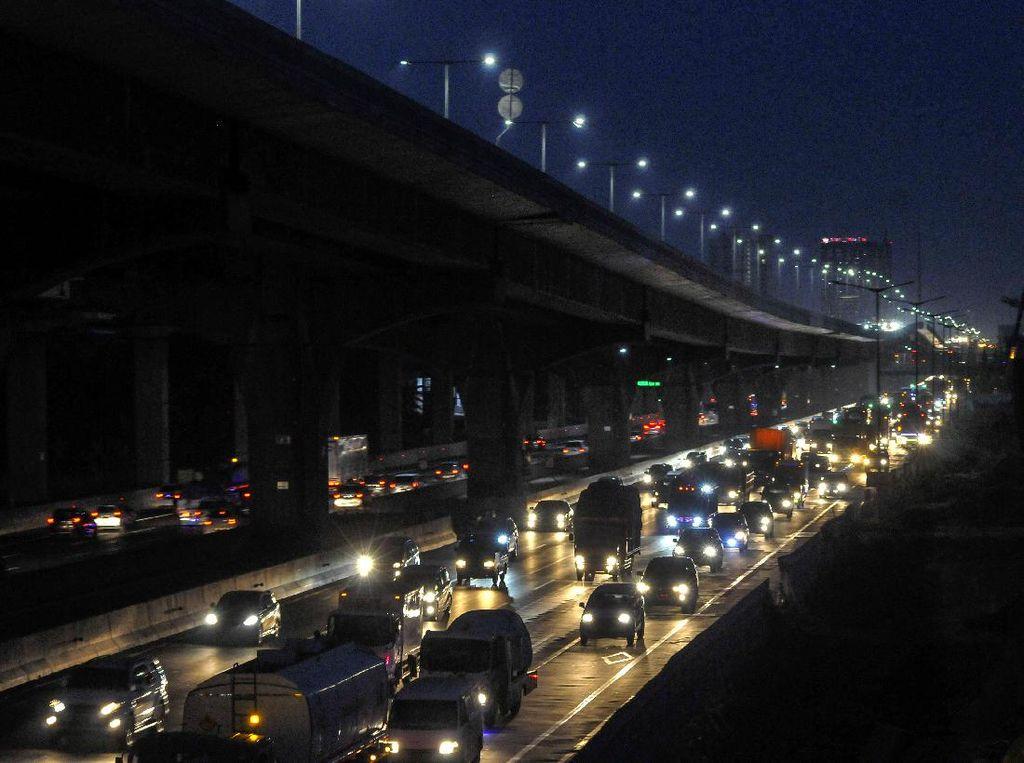 Sejumlah Titik di Tol Jakarta-Cikampek Macet Malam Ini