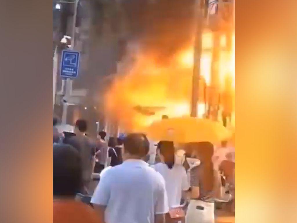 Terekam Kamera, Begini Momen Mengerikan Ledakan Gas di Hotel China