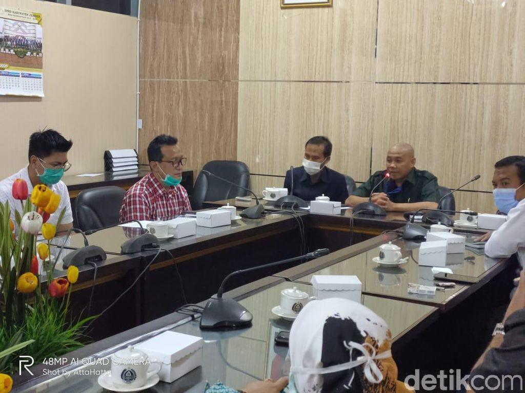Di Depan DPRD Jember, Bank Jatim Tolak Blokir Rekening Bupati Faida