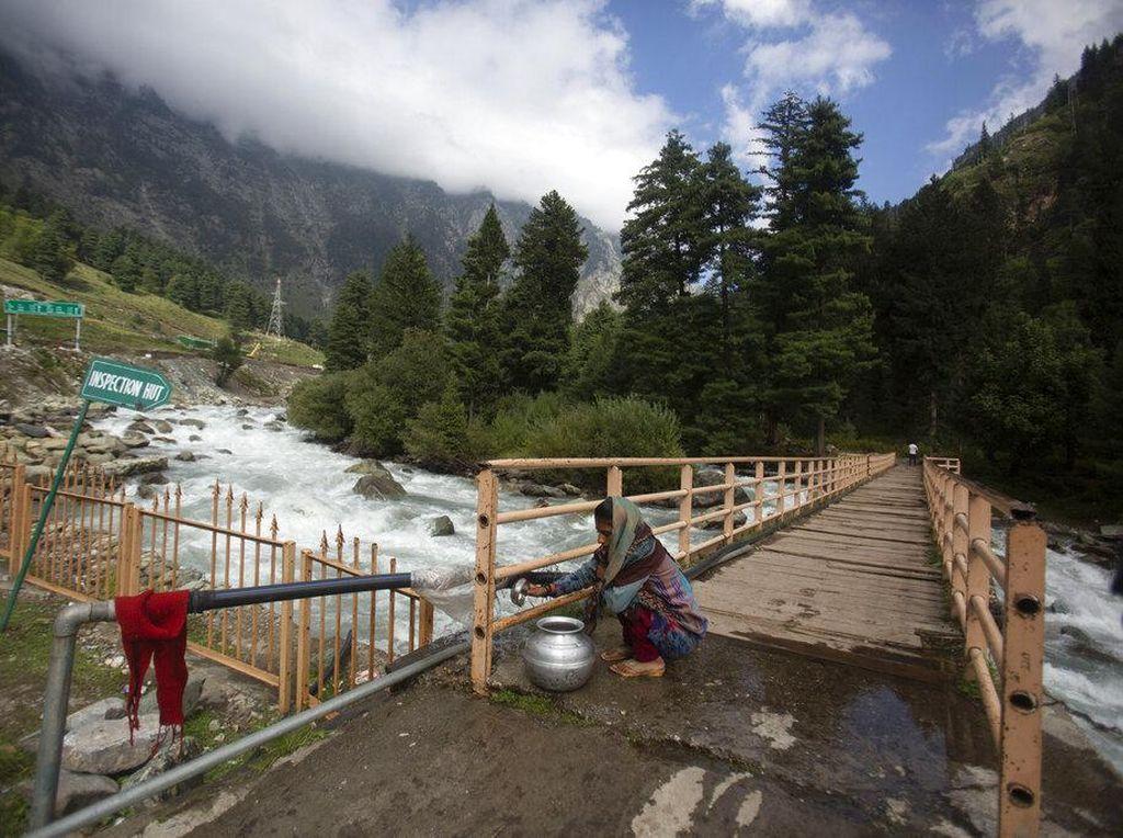 Pesona Kashmir di Balik Pegunungan Himalaya
