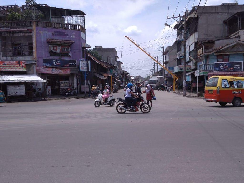 Sempat Diblokir Warga, Perbaikan Jalan Rusak di Medan Tertunda Gegara Corona