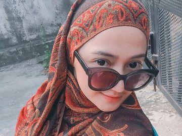 8 Gaya Hijab Marcella Simon, Bintang Sinetron yang Berhijab Setelah Mualaf