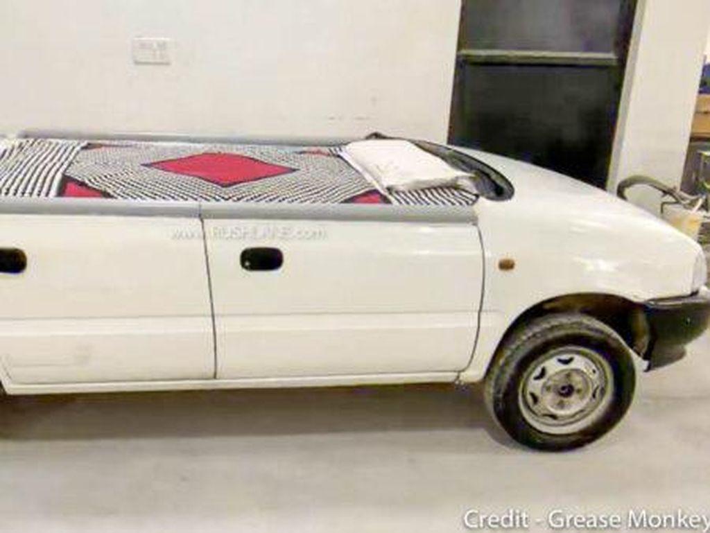 Tak Boleh Beredar di Jalan, Hatchback Tua Suzuki Ini Diubah Jadi Tempat Tidur