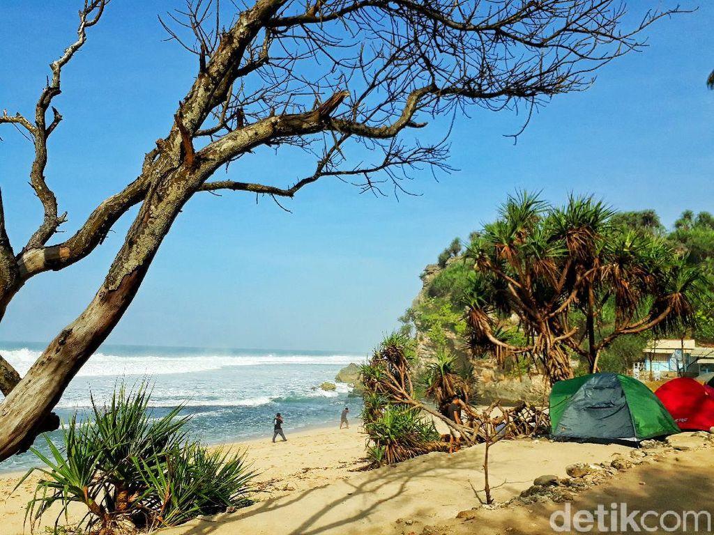 Rekomendasi 7 Pantai Sunyi Yogyakarta Buat Kemping