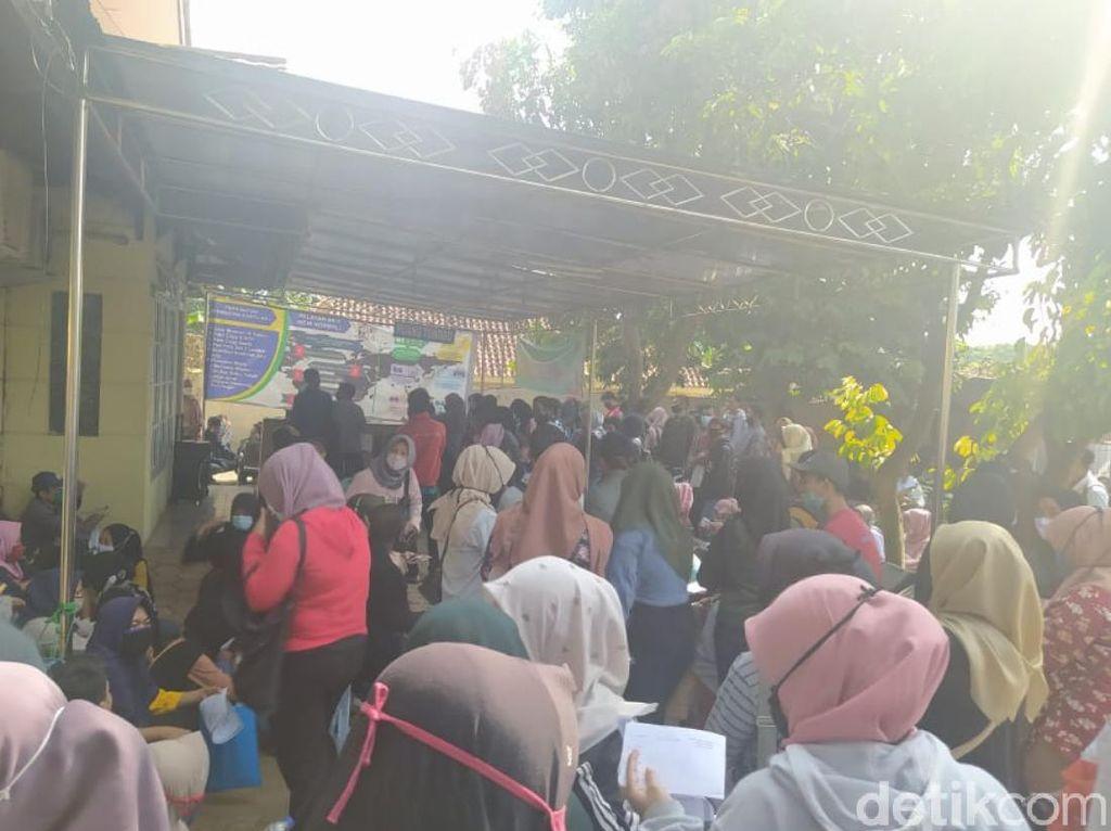 Pemkab Cianjur Soroti Loker Pabrik Sepatu yang Picu Kerumunan Pelamar