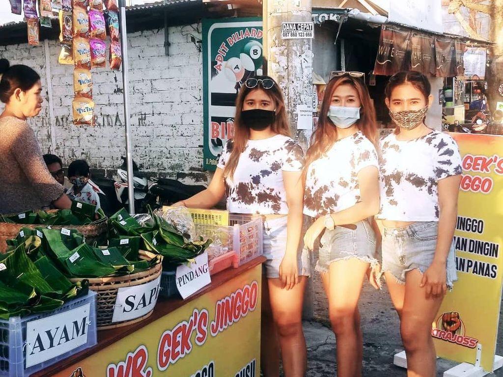3 Wanita Cantik dan Seksi Ini Sukses Jualan Nasi Jinggo