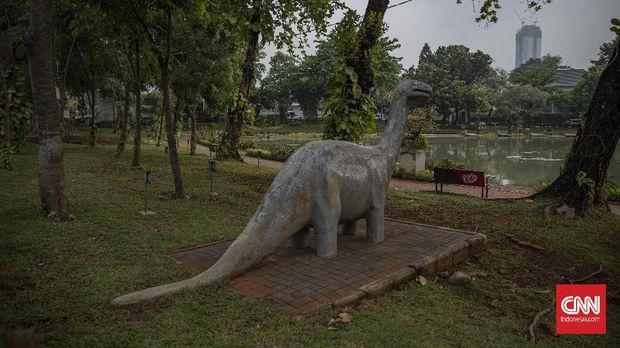 Suasana di Taman Situ Lembang, Jakarta, Jumat, 11 September 2020. Pemprov DKI Jakarta akan kembali menutup ruang publik pada Senin, 14 September 2020 untuk mencegah kerumunan saat pemberlakuan kembali PSBB total guna menekan penyebaran COVID-19.