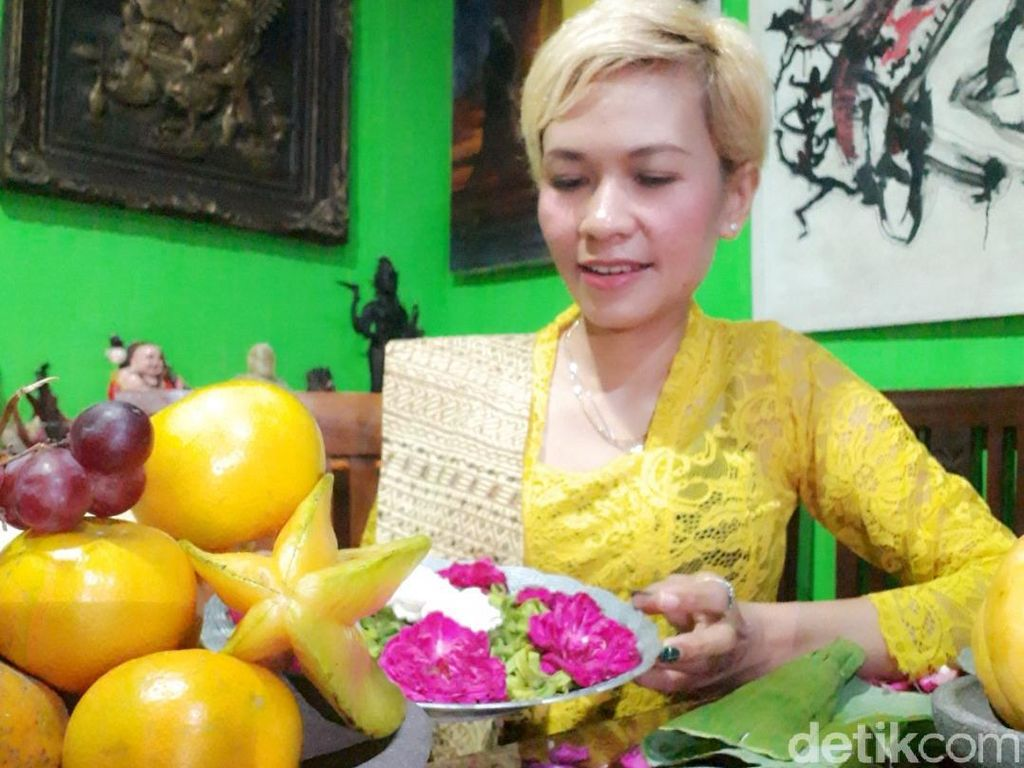 Makna Kembang, Boneka dan Jarum yang Dipakai Meneror KPU Kota Blitar