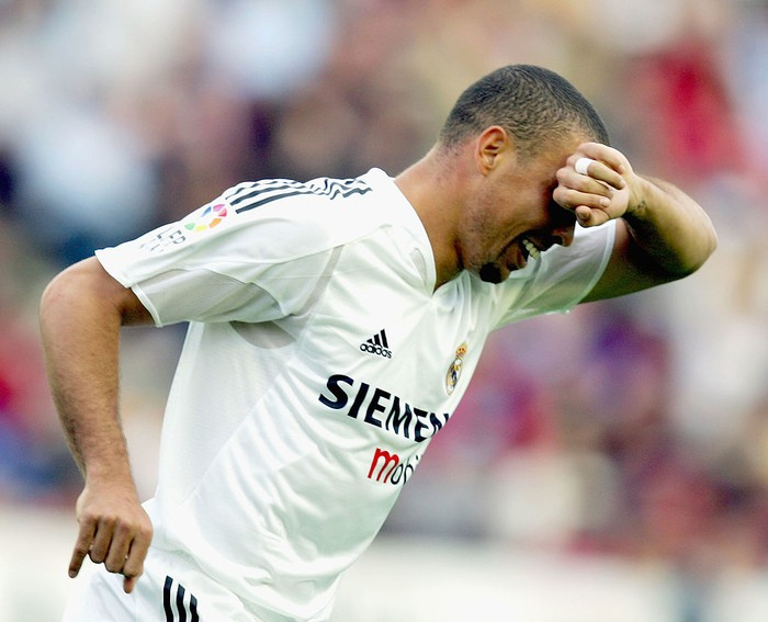 VALENCIA, SPAIN - APRIL 17: Real Madrid striker Ronaldo celebrates after scoring a goal in a La Liga soccer match between Levante and Real Madrid at the Ciutat de Valencia stadium on April 17, 2005 in Valencia, Spain. (Photo by Denis Doyle/Getty Images)